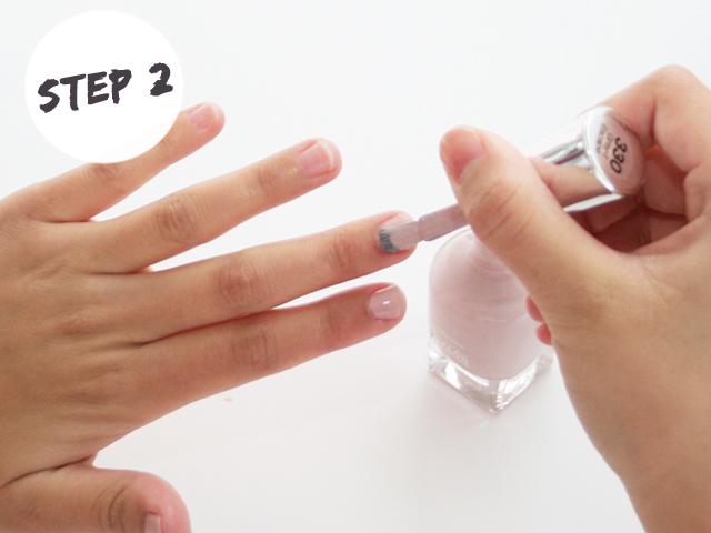 DIY Nails With Striping Tape_step2