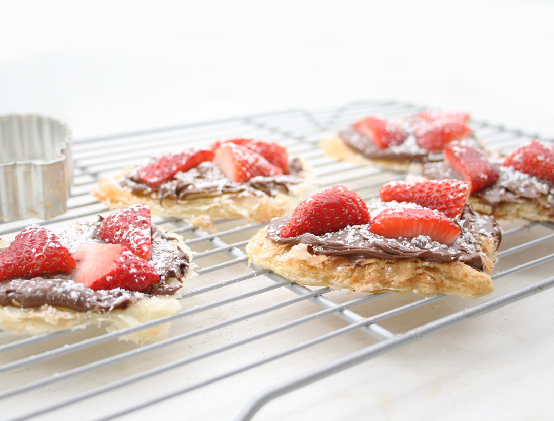 Yummy! Nutella strawbery tart recipe and free topper printable